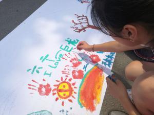 巨龙小学毕业季百米长卷彩绘