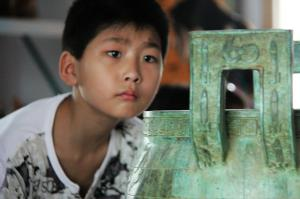学生参观学习宝鼎文化