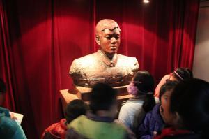 长乐街小学参观公 安博物馆